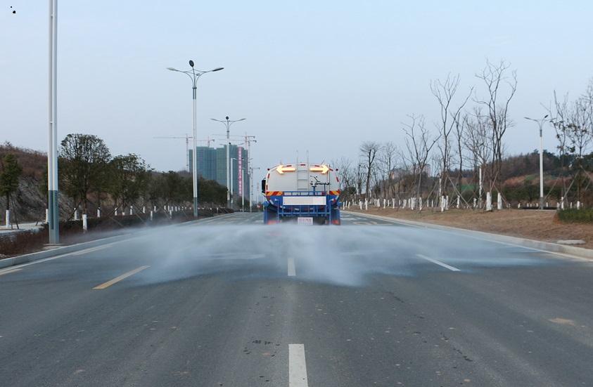 东风天龙后双桥20吨洒水车后洒