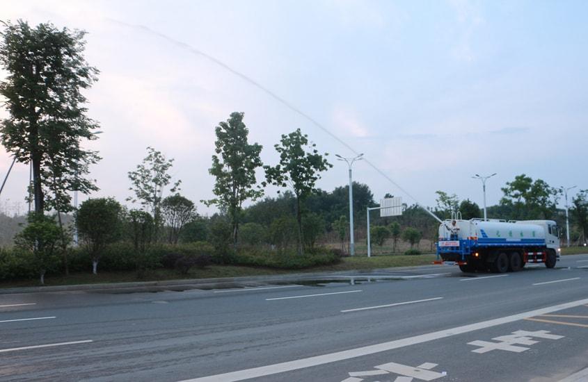 东风天龙后双桥20吨洒水车绿化高炮